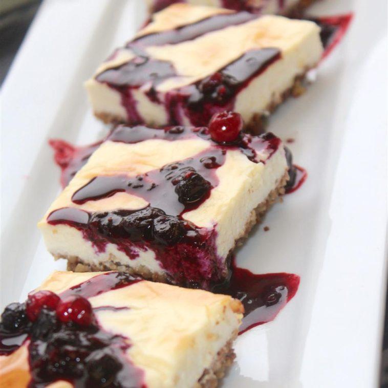 Keto Berry-Pecan Cheesecake Bars Recipe