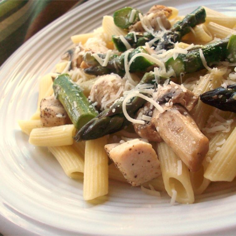 Penne with Chicken and Asparagus Recipe - This pasta recipe is simply wonderful. #penne #pennerecipe #pennerecipe #pennechicken #chicken #chickenrecipe #pasta #pastarecipe #pastarecipes