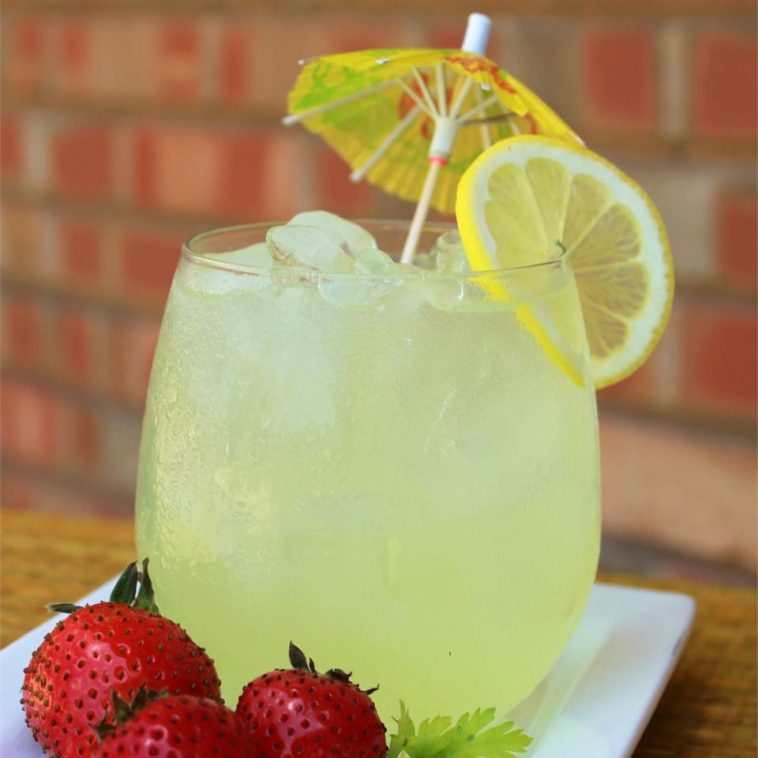 Vintage Lemonade Recipe - a refreshing drink recipe #vintage #vintagerecipe #vintagelemonaderecipe #lemonaderecipe #drinks #drinksrecipes