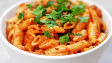 Penne with Spicy Vodka Tomato Cream Sauce Recipe