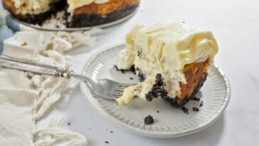 Banana Cheesecake with Banana Cream Pie Topping Recipe