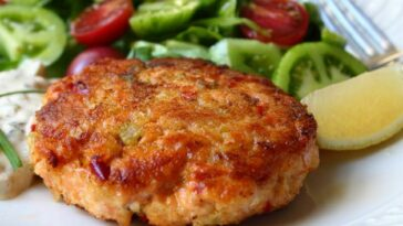 Southern Fried Salmon Patties Recipe - How to Make Southern Fried Salmon Patties Recipe at home #SouthernFriedSalmonPatties #Recipe #southern #southernrecipe #southerrecipes #friedsalmonpatties #salmonpatties #friedpatties #salmonpattiesrecipe #friedpattiesrecipe #salmonrecipe #recipes