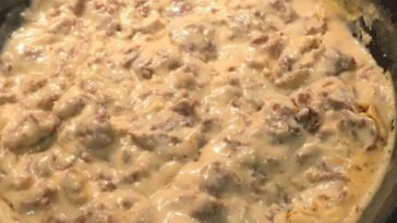 The Pioneer Woman's Sausage Gravy Recipe